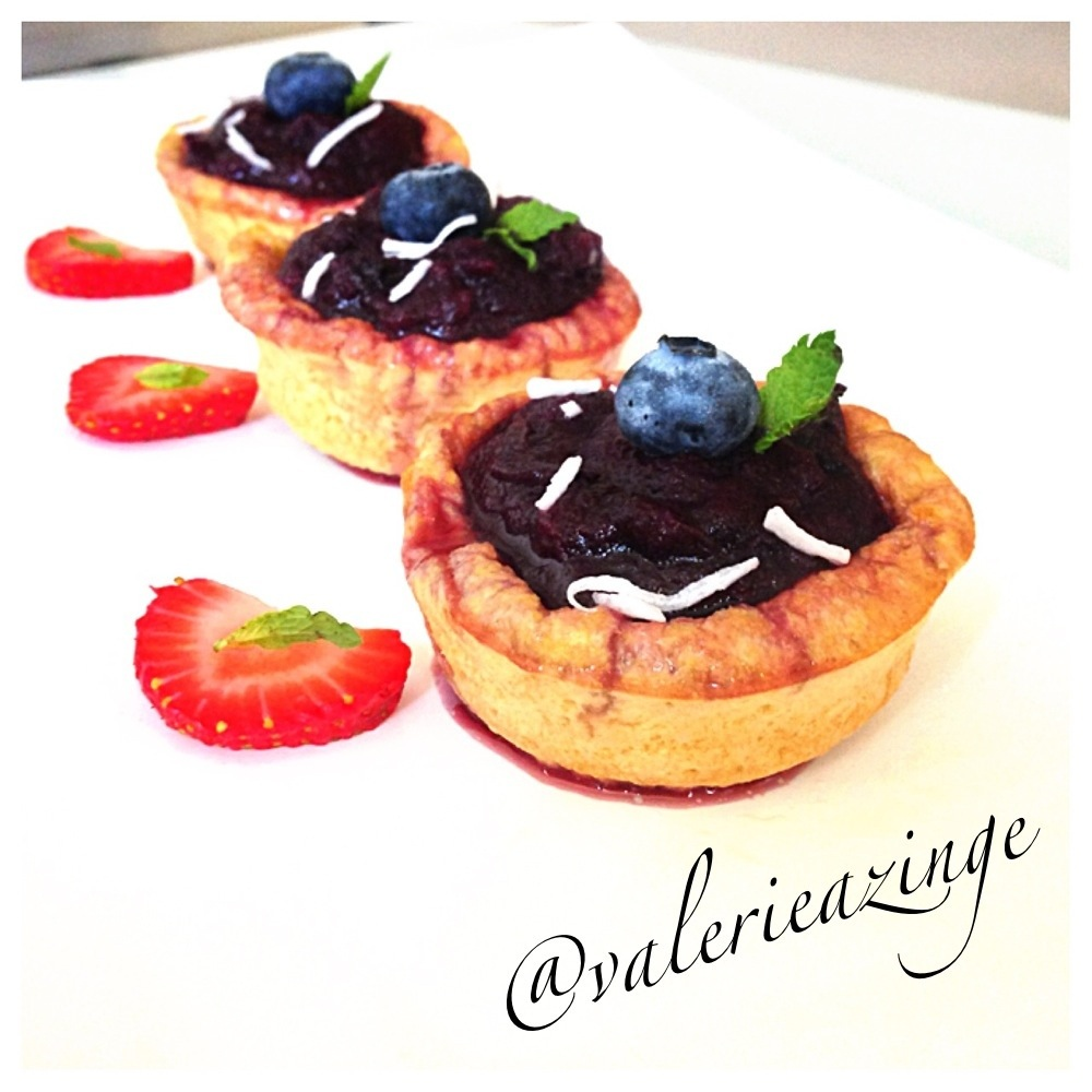 ... BABY PANCAKE CUPS WITH HOMEMADE SPICY BLUEBERRY SAUCE (SUGAR FREE